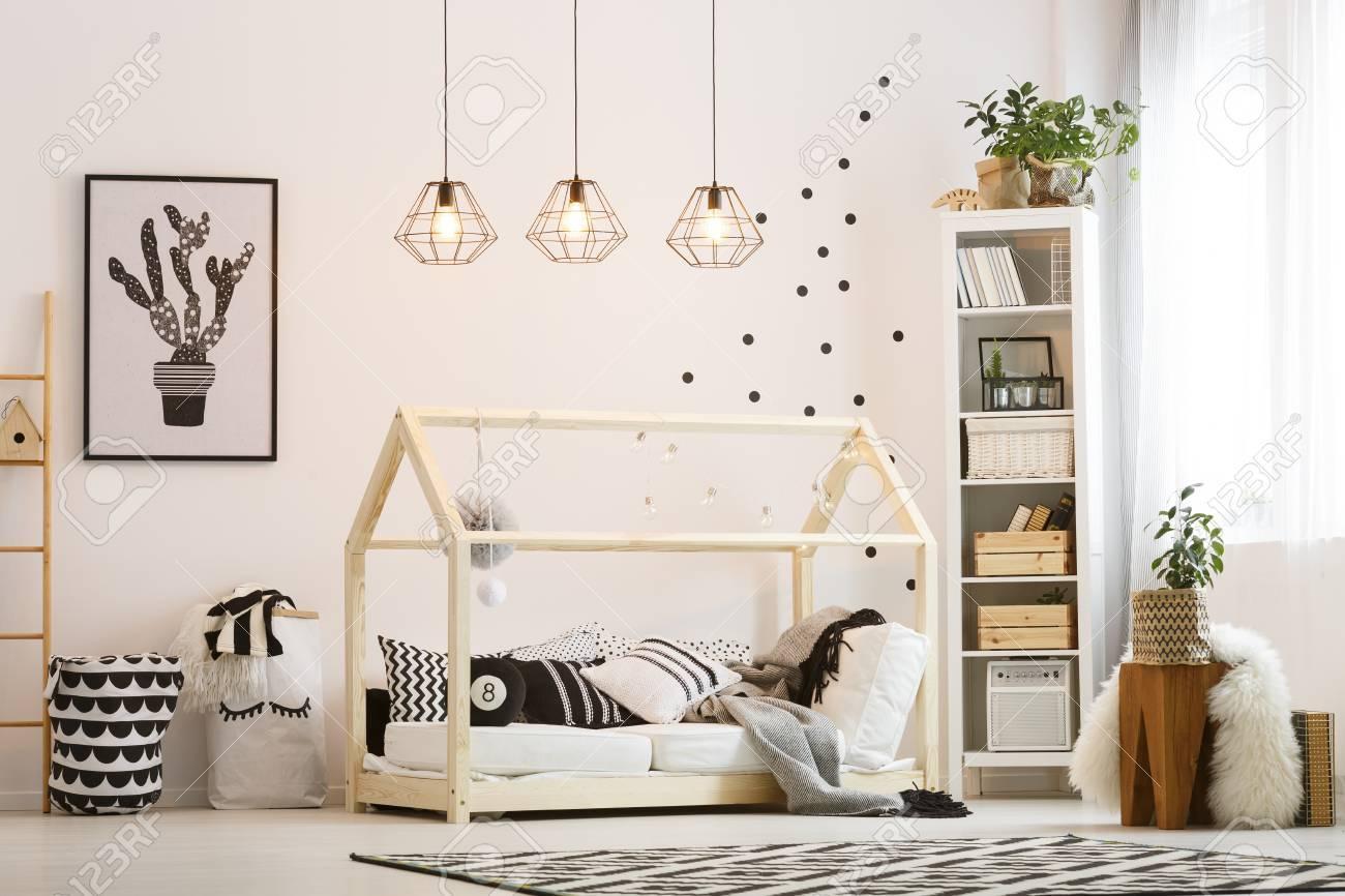 Eco Amigable Dormitorio Infantil Con Cama De Madera Y Lmparas