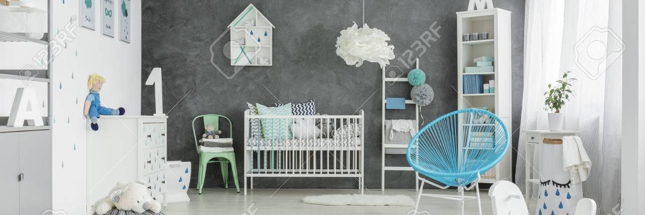 Muebles Blancos En Acogedor Dormitorio Gris Con Decoracion Azul - Decoracion-muebles-blanco