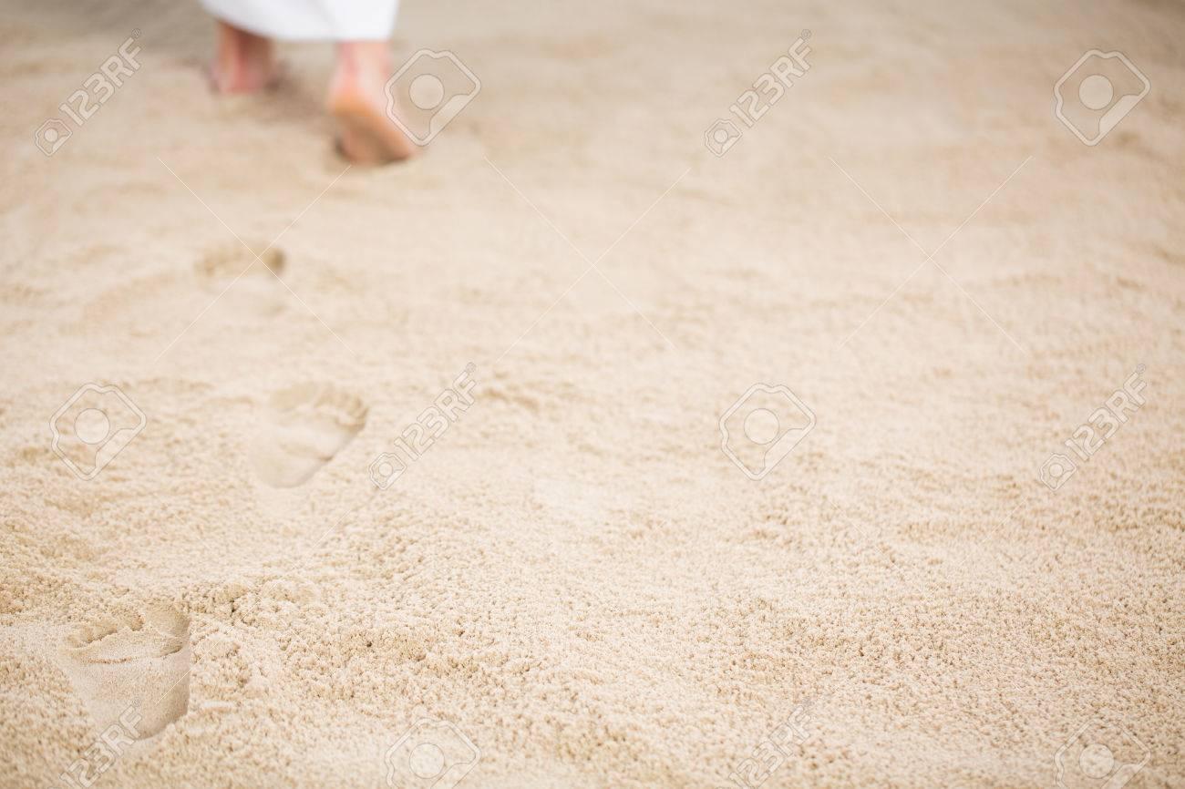 Jesus Christ walking and leaving footrpints in sand Standard-Bild - 75795008