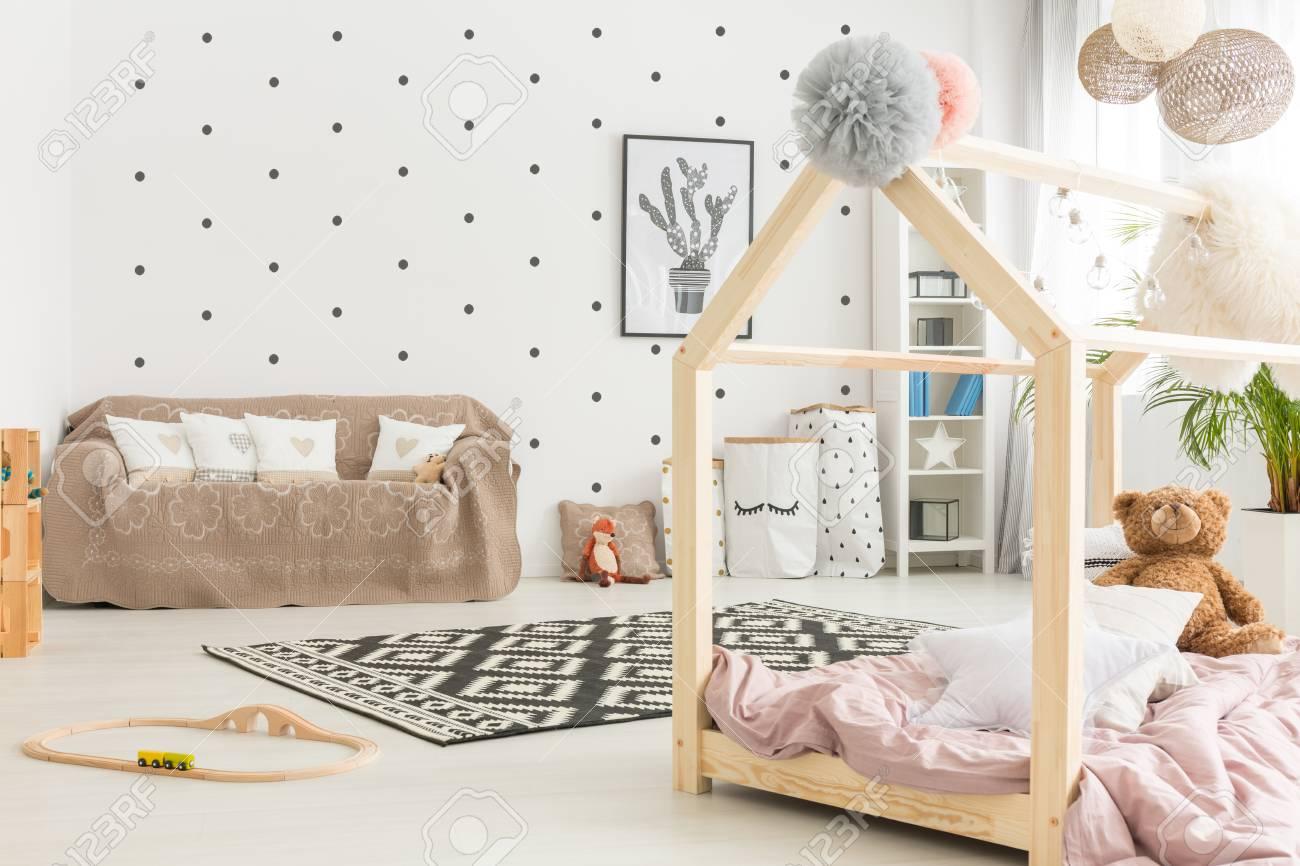 Chambre D\'enfant Multifonctionnelle, Noir Et Blanc Avec Lit, Canapé ...
