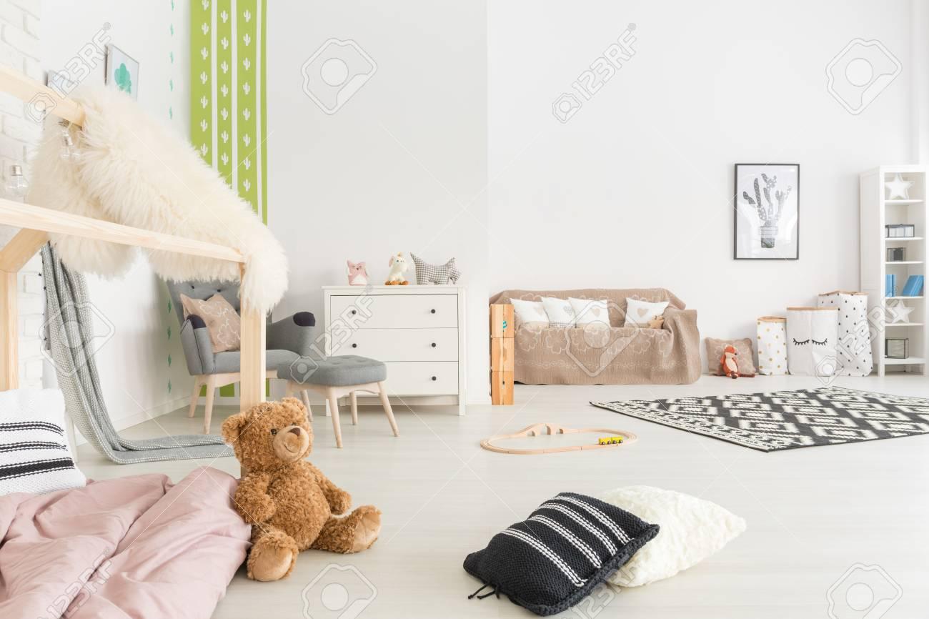 spacieuse chambre denfant avec lit fauteuil commode et canap banque d - Fauteuil Chambre