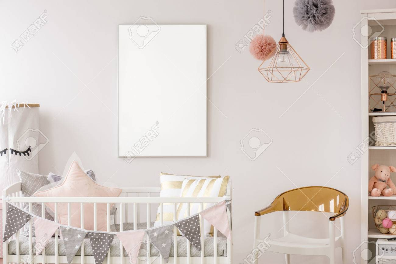 Habitación Escandinava Para Bebés Con Pesebre Blanco, Silla ...