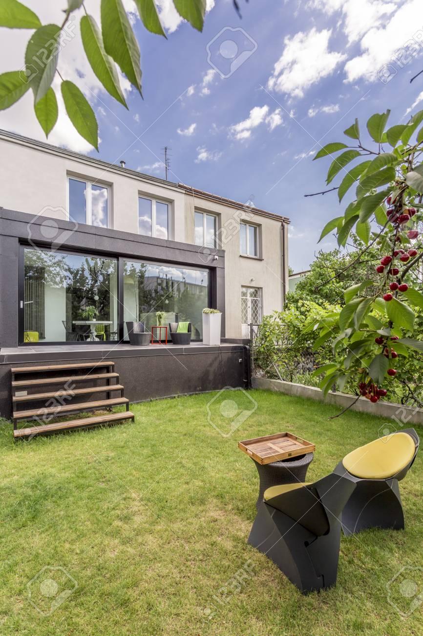 Exterior De La Casa Moderna Con Jardin Minimalista Con Muebles Fotos - Jardin-minimalista