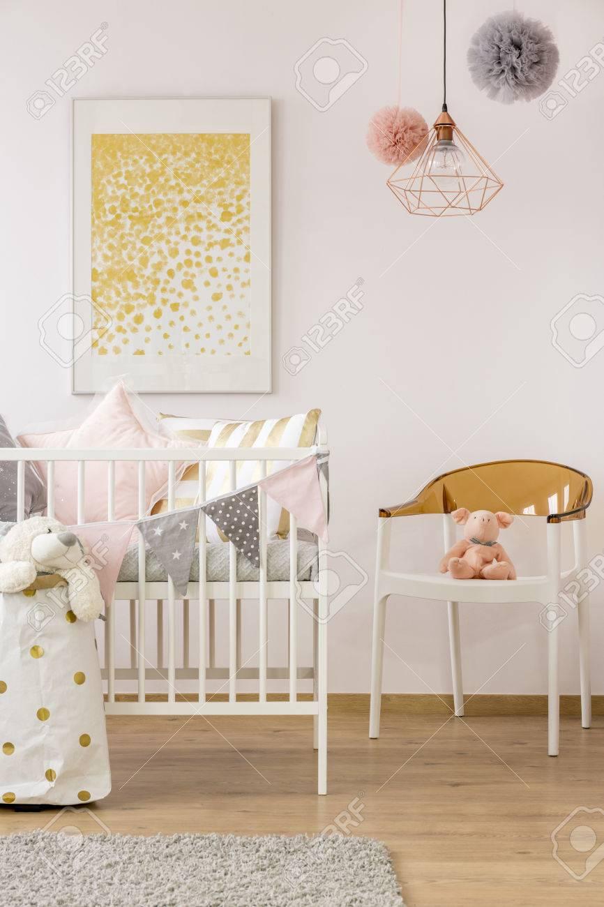 Entzückend Teppich Babyzimmer Sammlung Von Einfaches Mit Weißer Krippe, Teppich, Stuhl, Plakat,