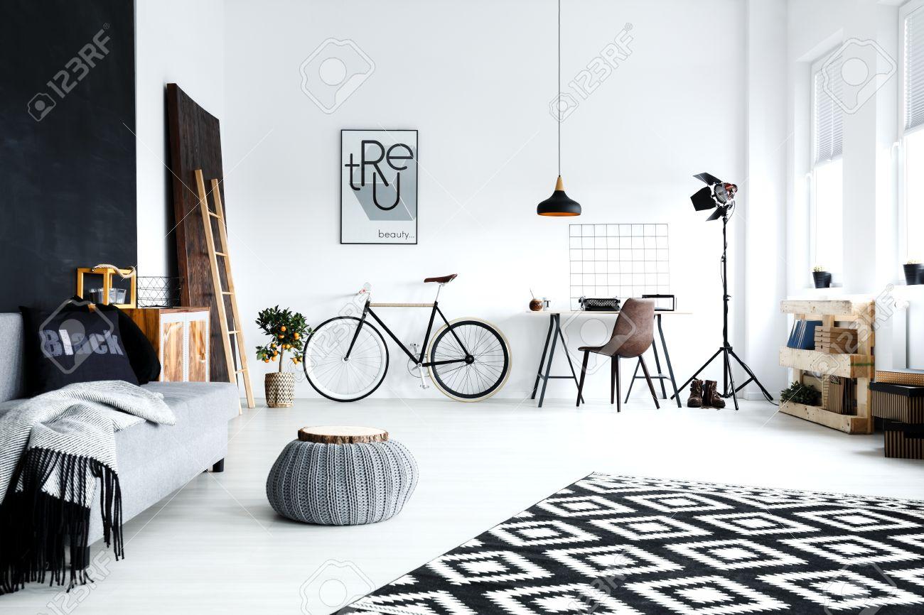 Turbo Offene, Weiße Studio-Wohnung Mit Sofa, Fahrrad, Sitzpuff LG88