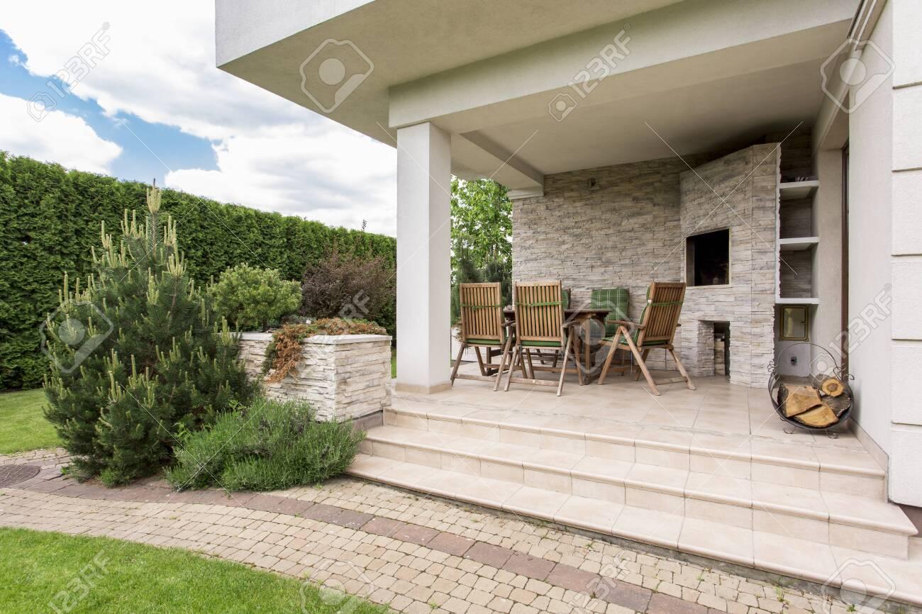 Casa Moderna Con Acogedora Terraza Y Jardín