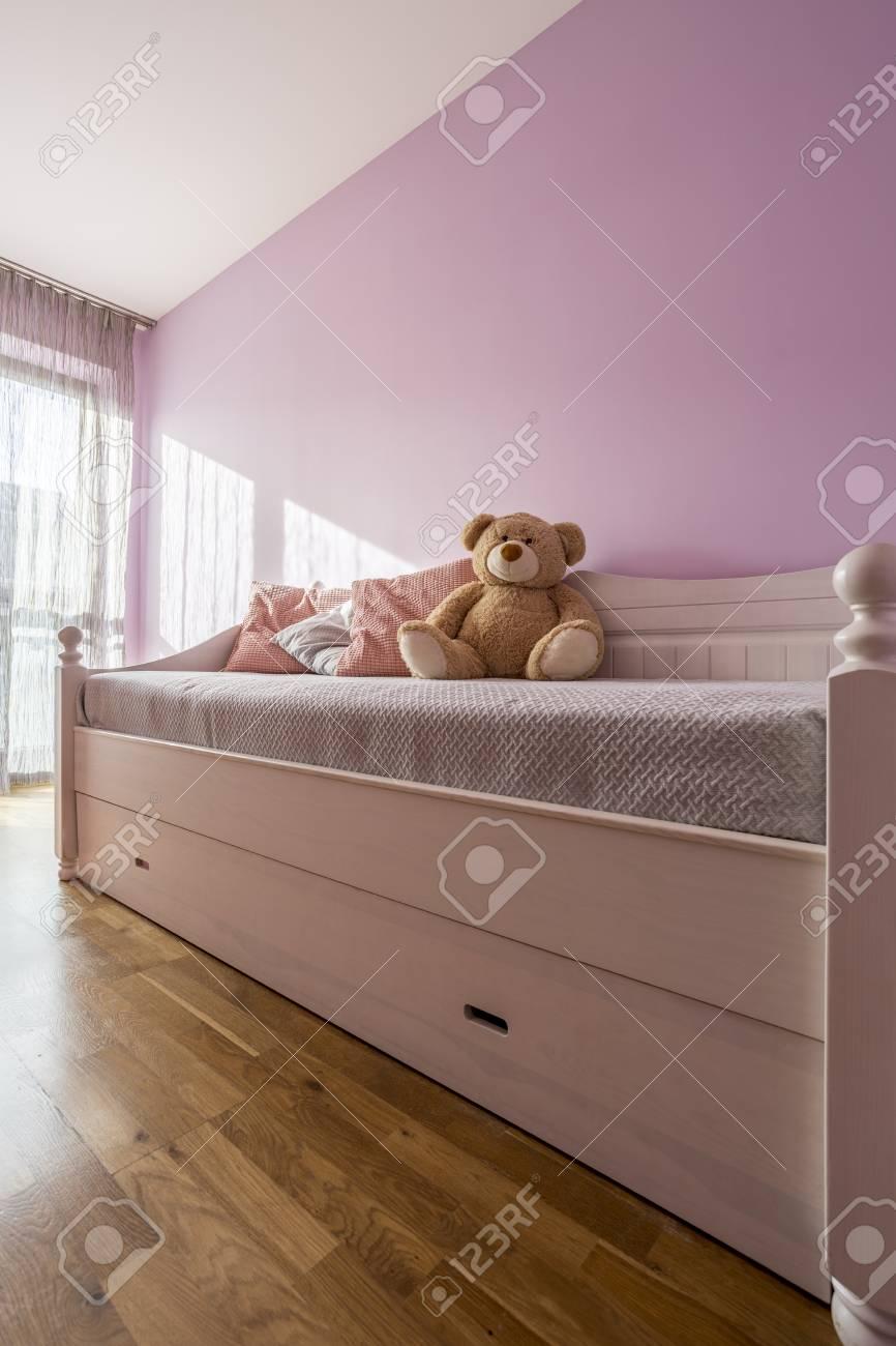 Dormitorio De Lavanda Para Nina Con Cama Y Oso De Peluche Fotos - Cama-para-nia