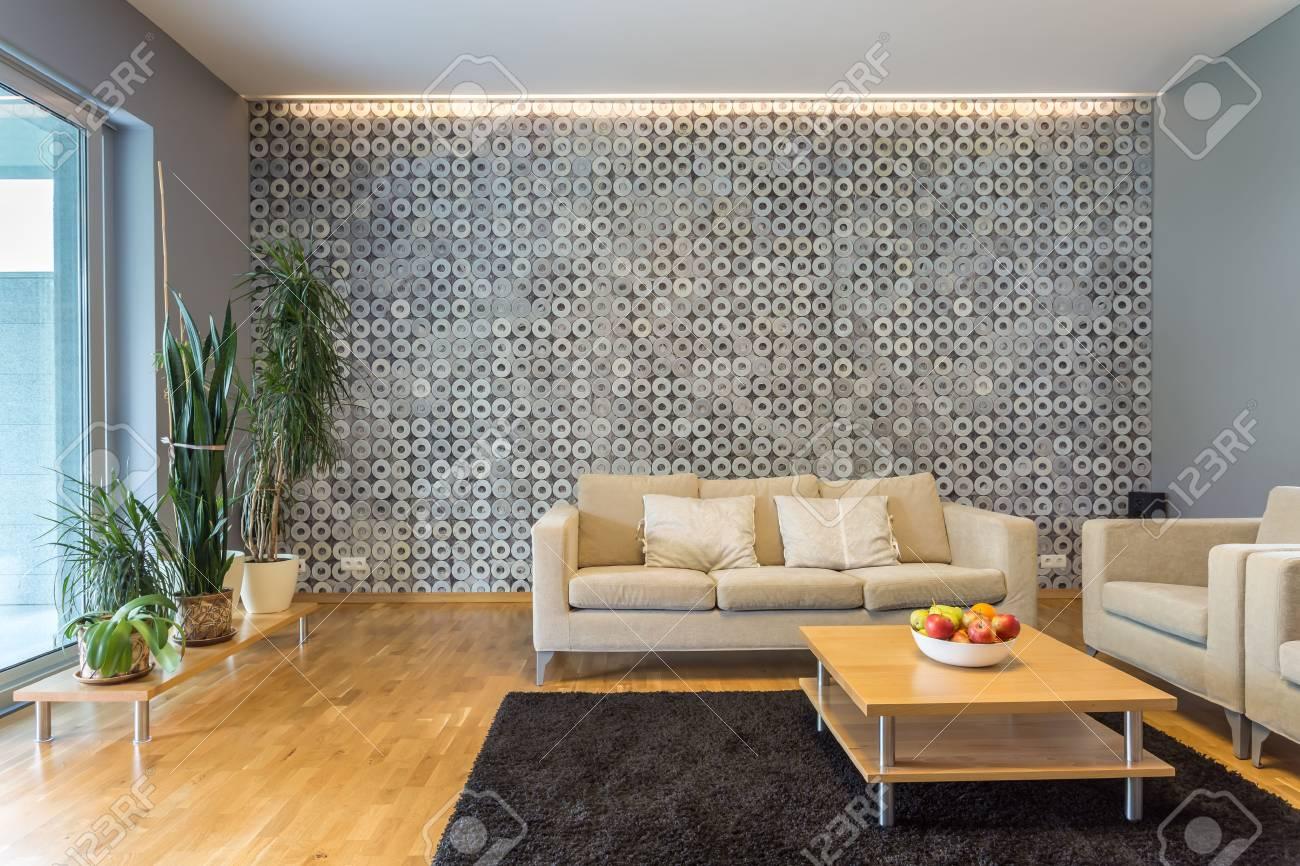 Legant Salon Interieur Avec Retro Eclairage Et Table Basse Situe A Proximite Du Canape