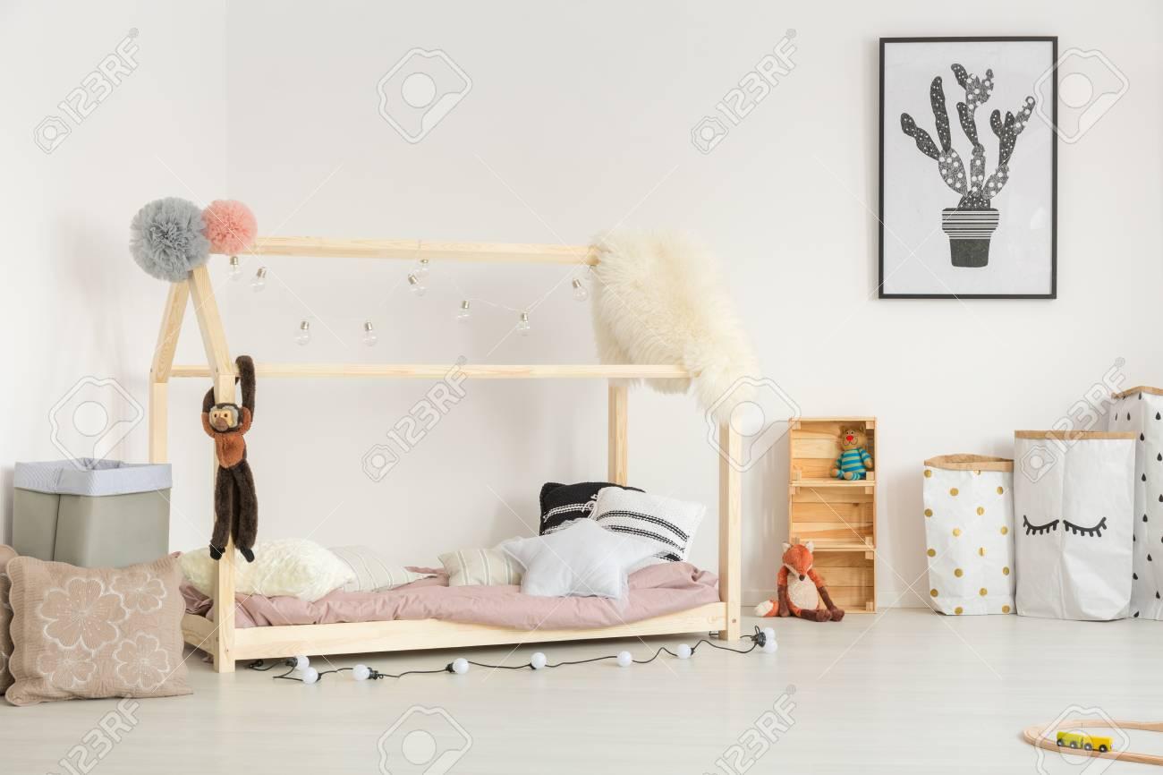 Cosas De Madera Para Bebes.Habitacion Acogedora Para Bebes De Diseno Nordico Con Muebles De Madera