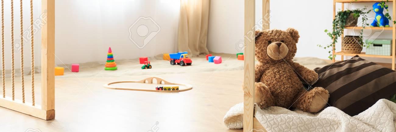 Bac A Sable Et Jouets Dans Une Chambre D Enfant Naturelle Banque D