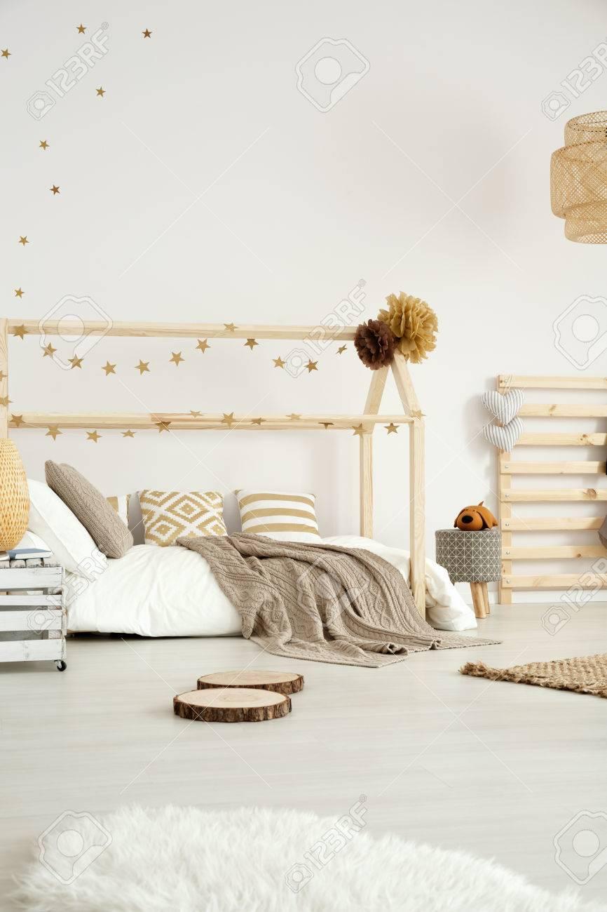 Design Chaleureux Scandinave De Chambre Moderne Pour Bébé Avec ...