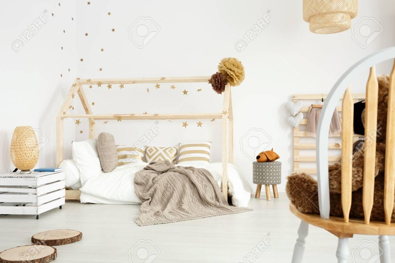 Gemütliches Mädchen Schlafzimmer Im Skandinavischen Stil Mit Diy ...