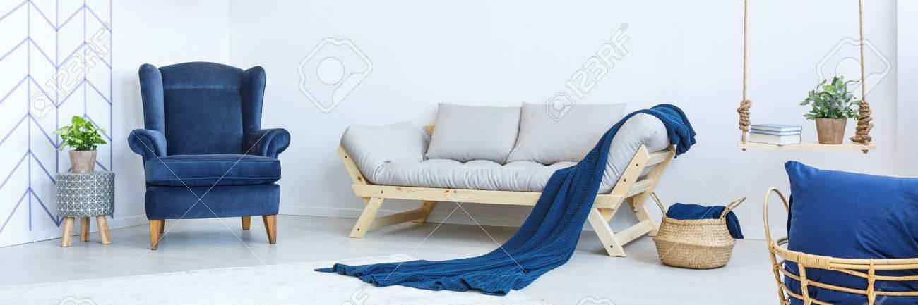 Salon élégant style Eco en couleurs blanc et bleu marine