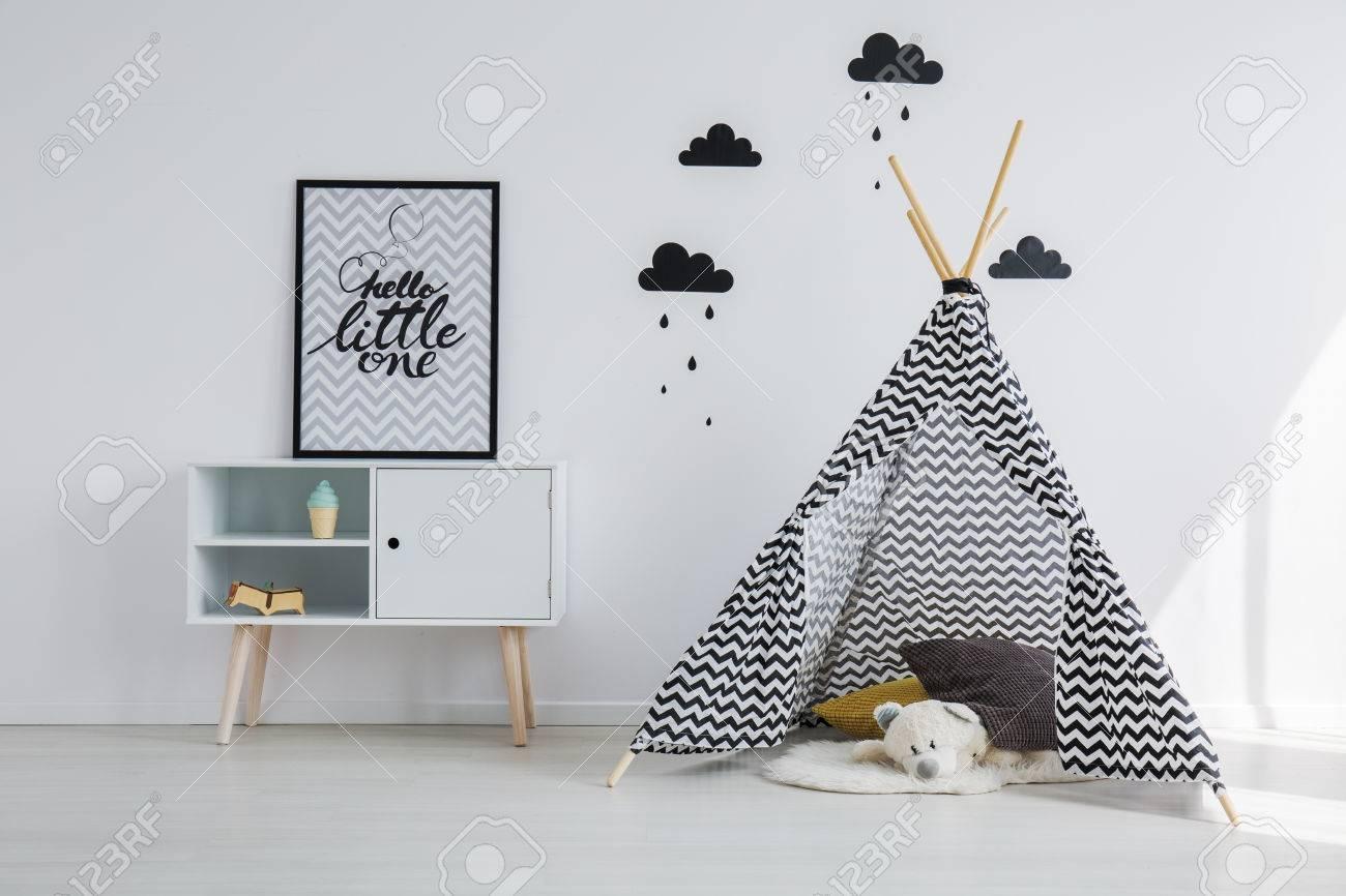 Tipi Zelt Im Schwarzen Und Weißen Kinderzimmer Lizenzfreie Fotos ...