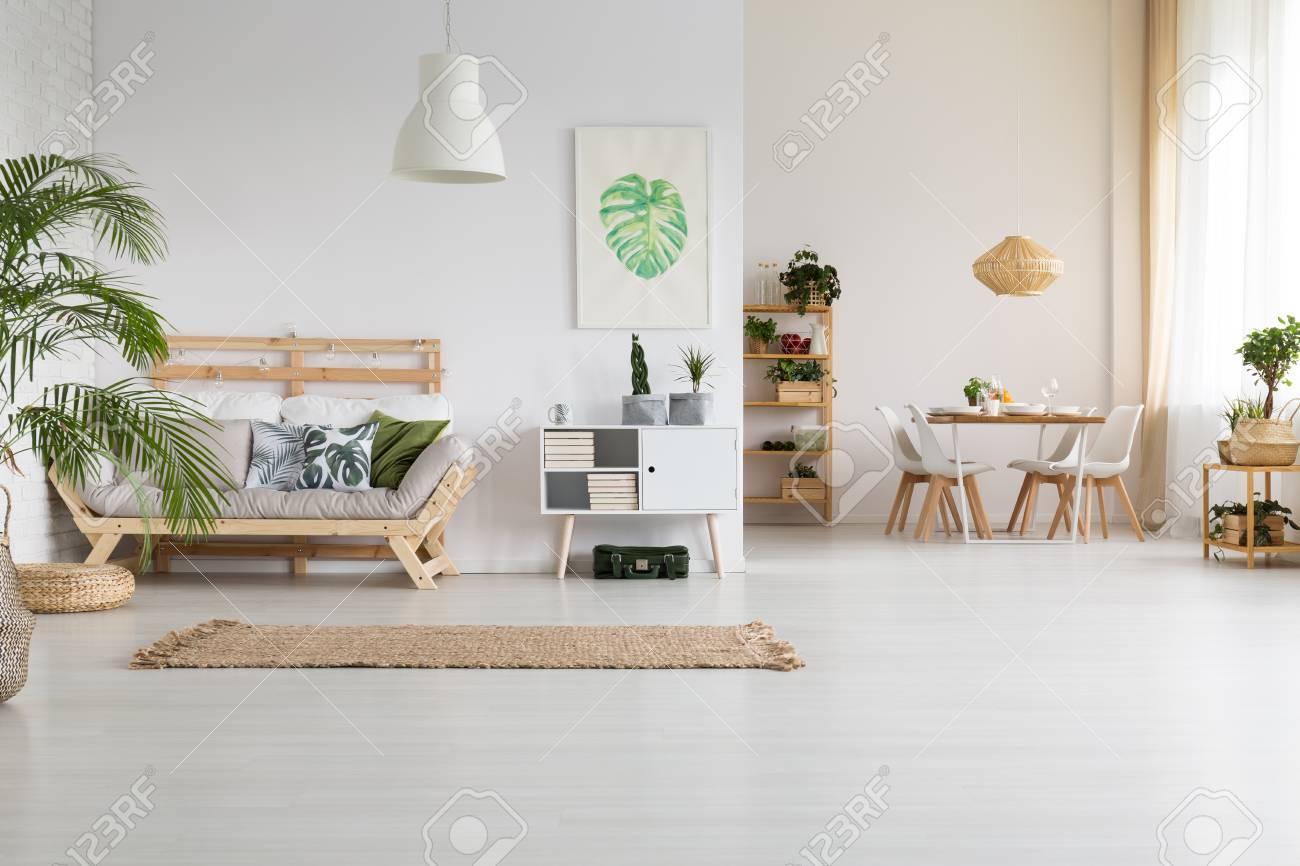 Nature et bois dans l\'intérieur de la maison moderne