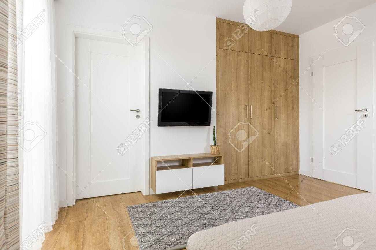 Practical and minimalist bedroom TV wall with wooden spacious..