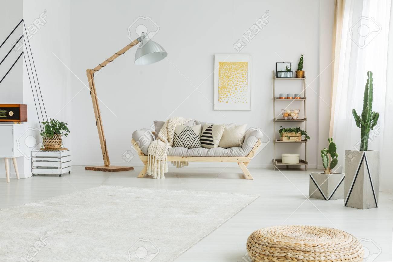 Frische Grüne Pflanzen Im Weißen Modernen Wohnzimmer Lizenzfreie ...