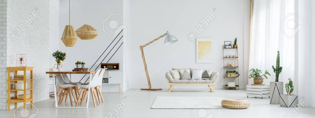 Banque Du0027images   Grand Espace Ouvert Blanc Avec Salle à Manger Et Salon  Avec Canapé