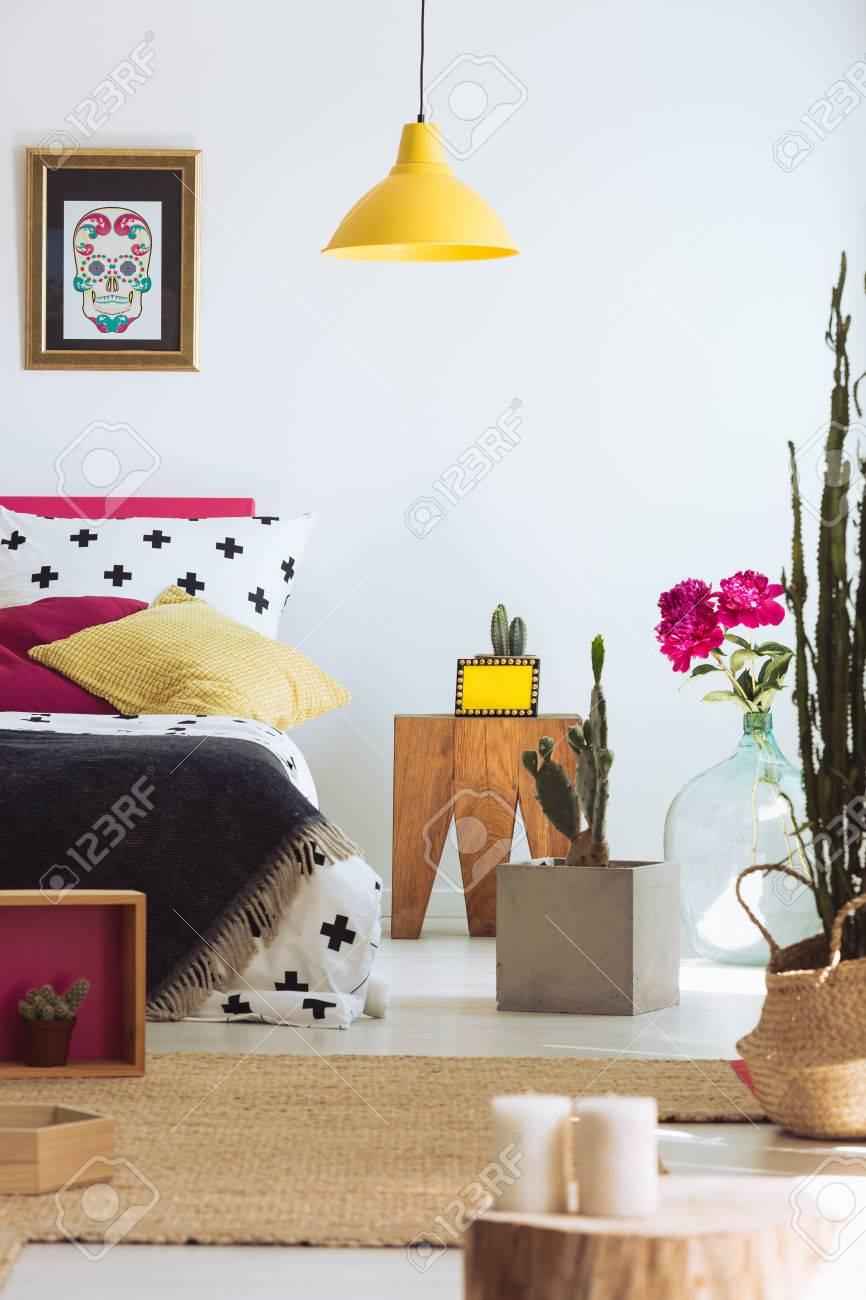 Folk Moderne Schlafzimmer Mit Bett, Mexikanische Schädel Poster Und ...