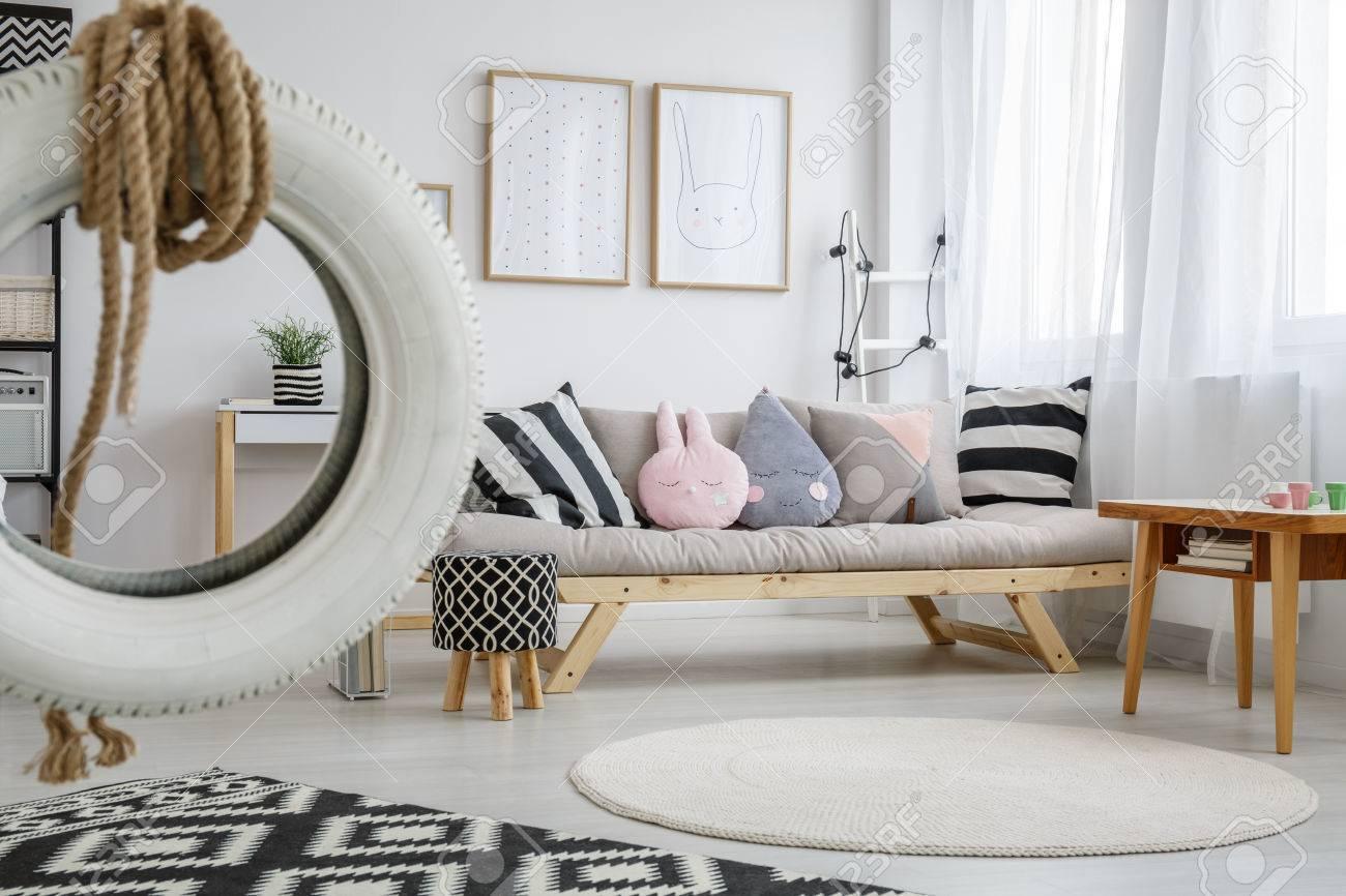 Großartig Kinderzimmer Schaukel Referenz Von Standard-bild - Weiße Reifen In Niedlichen Pastell
