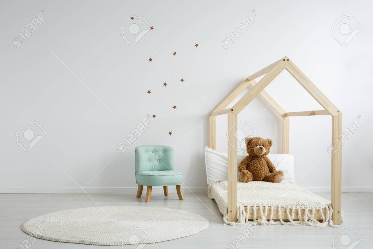Elegant Raamstickers Kinderkamer : Elegant mint chair in a spacious decorated kid s bedroom standing