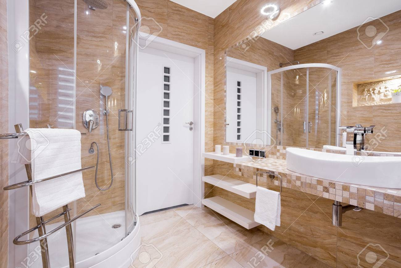 Merveilleux Beige Fancy Bathroom With Shower And Sandstone Tiles Stock Photo   84520174
