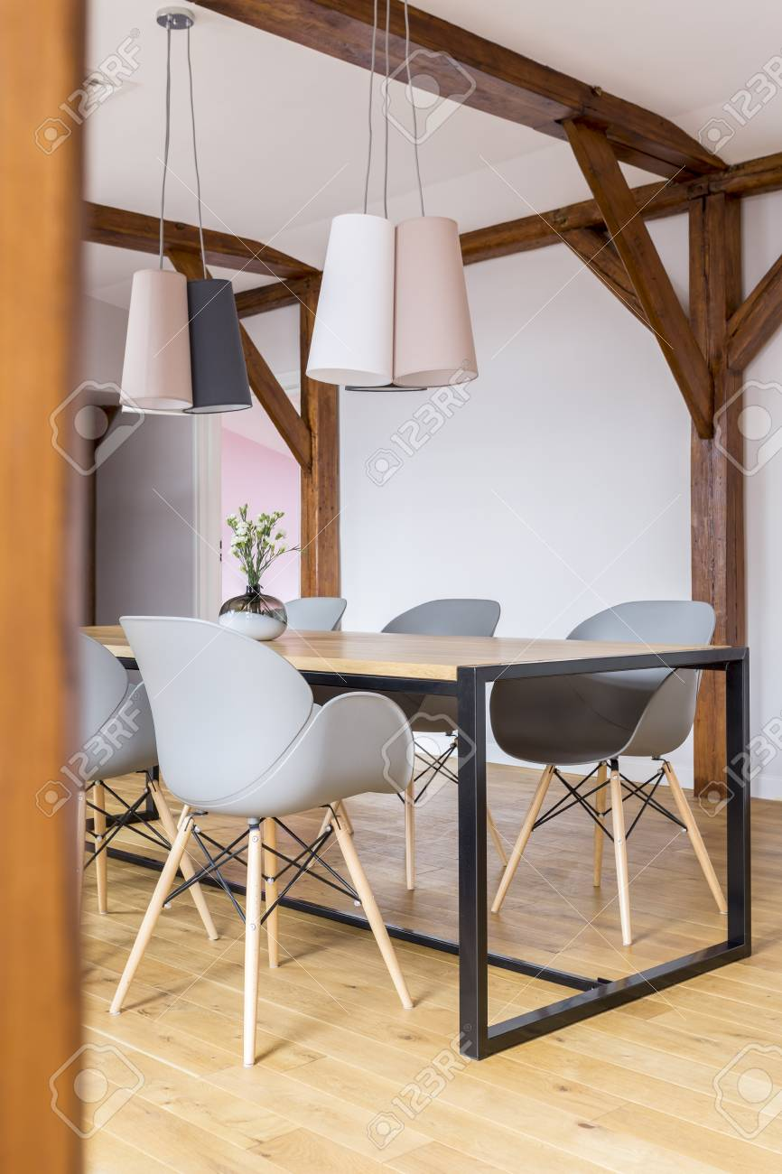 Lampade Sopra Tavolo Da Pranzo designed lamps above dining table with grey chairs in spacious..