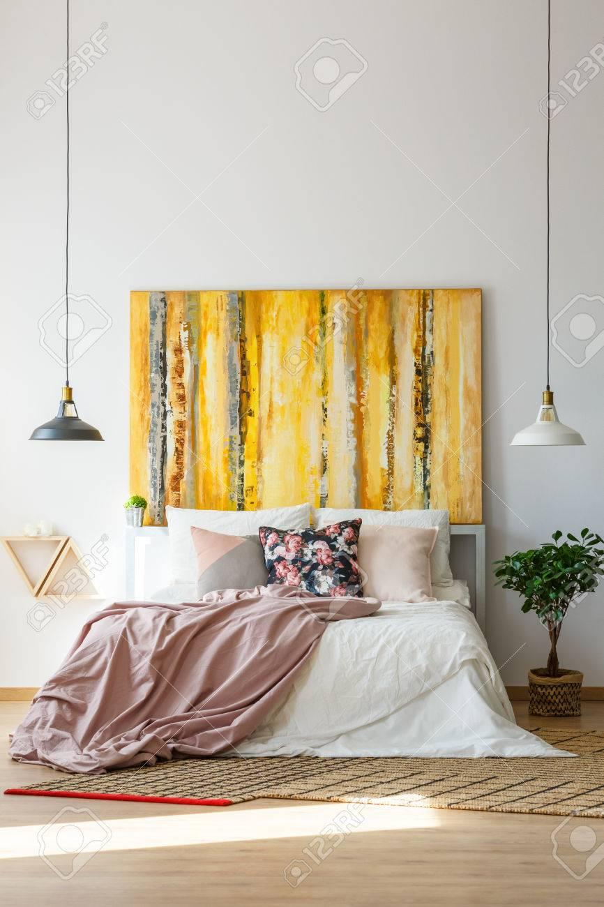 Banque Du0027images   Illustration Jaune Contemporaine Dans Une Chambre  Sophistiquée Avec Un Schéma De Couleurs Pastel