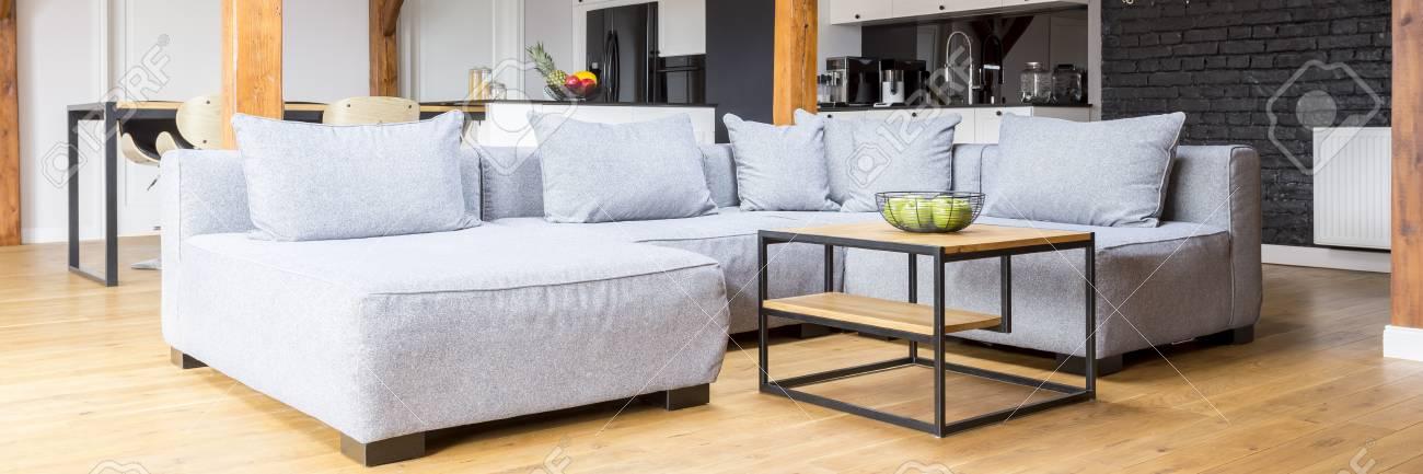 Maison Spacieuse Avec Interieur De Salon Confortable Dans Un Style