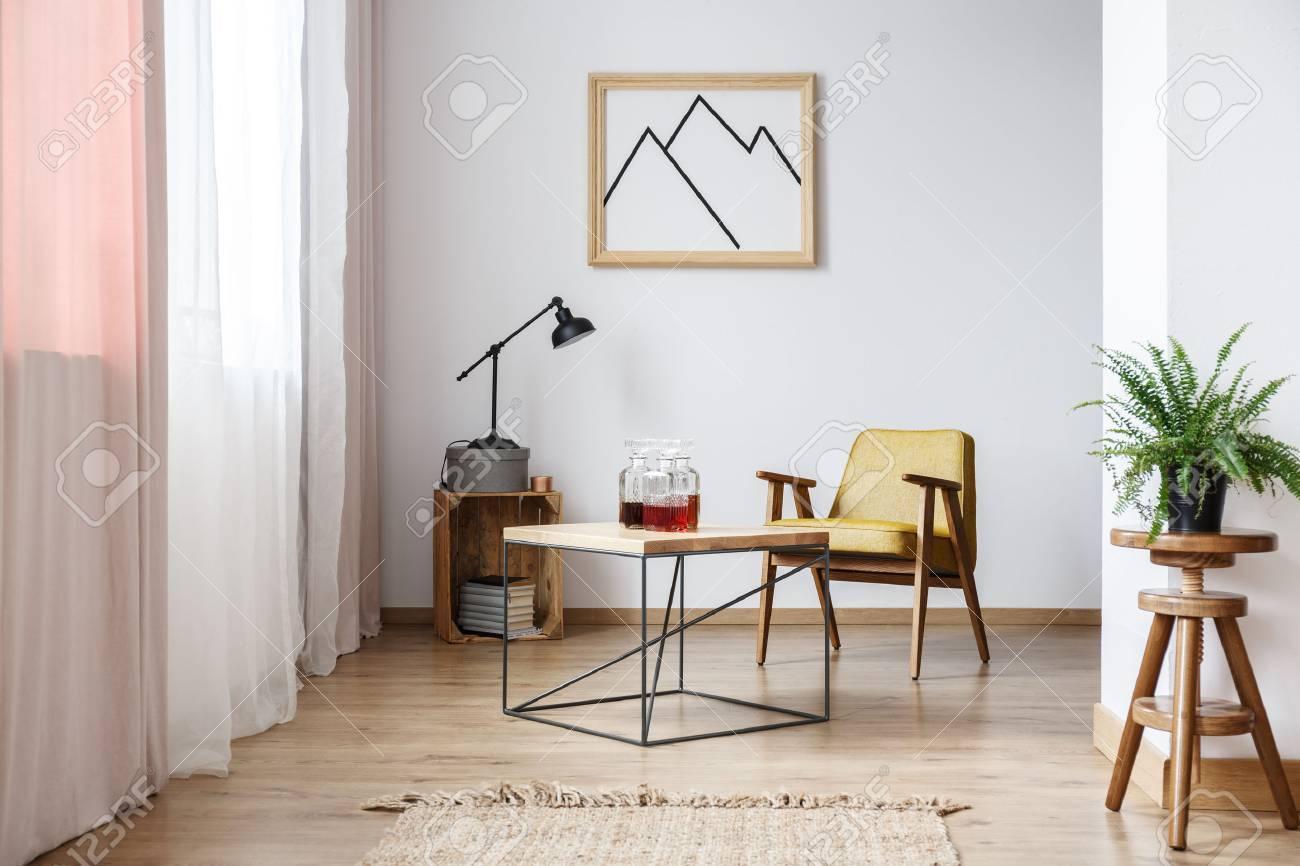 Rustikales Design Der Weißen Wohnung Interieur Mit Designer-Sessel ...