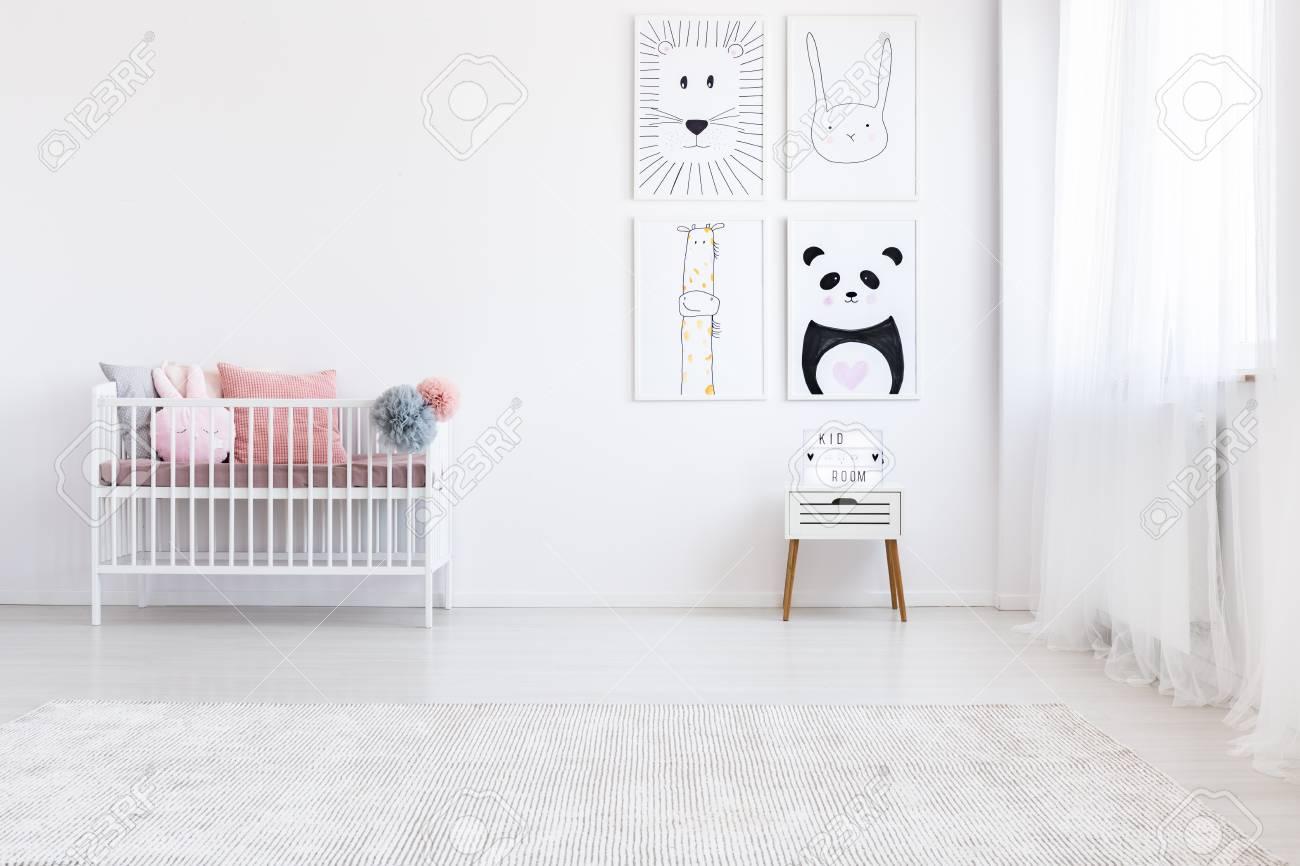 Panda, dessin, sur, mur, au-dessus, blanc, meuble, dans, chambre fille, à,  rose, oreillers, lit