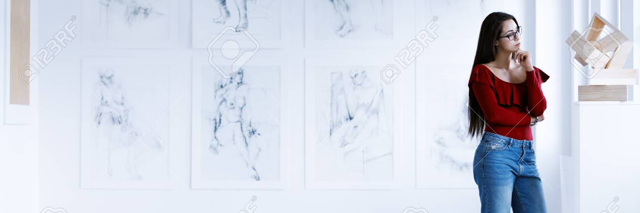 Art Gallery Concept With Copy Space Young Woman Wearing Casual
