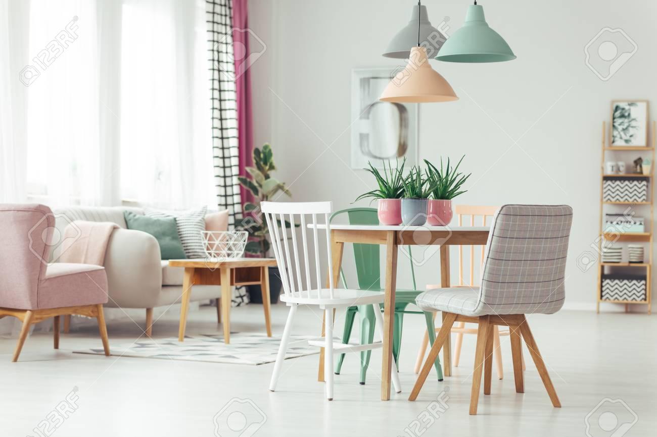 Ongekend Pastel Appartement Interieur Met Aloë Planten In Keramische Potten PB-63