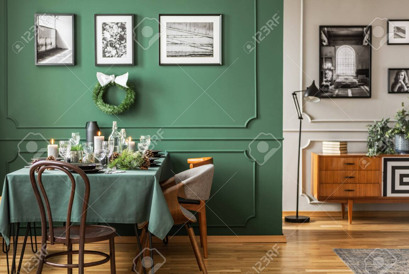 Open Plan Living And Dining Room Interior With Table With Chairs And Emerald Green Armchair 正版图像123rf中国 高质量免版税图像库 Image 124525287