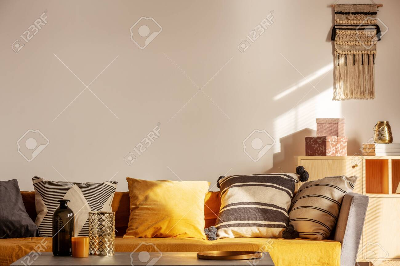 Copy space on empty white wall of fashionable living room interior..