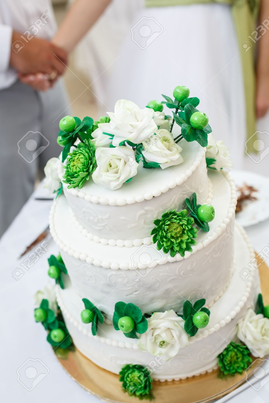 Green And White Wedding Cake With Roses, Chrysanthemum Flowers ...