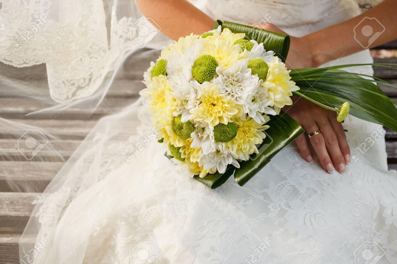 Magnifique Bouquet De Mariage De Fleurs De Chrysantheme Jaune Et
