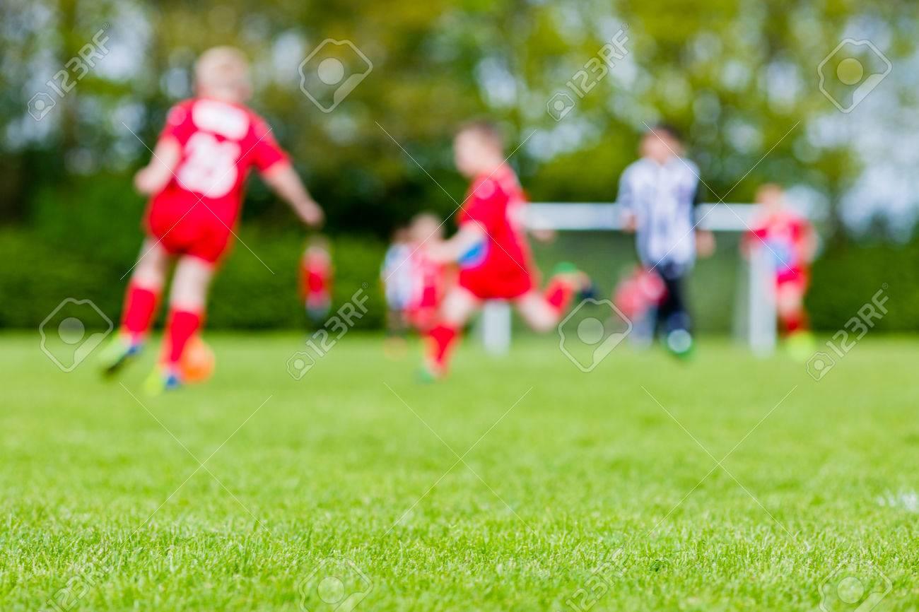Immagini Di Calcio Per Bambini : Immagini stock profondità di campo tiro di giovani ragazzi che