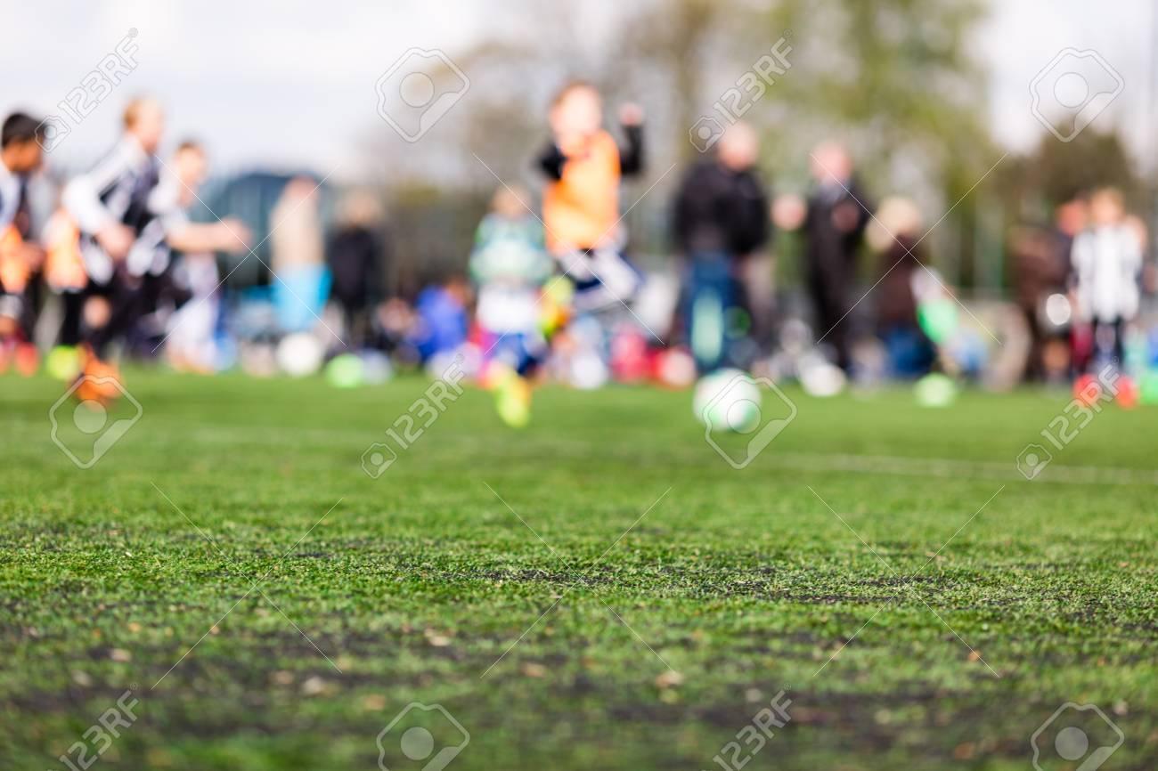 Immagini Di Calcio Per Bambini : Immagini stock profondità di campo tiro di ragazzi che giocano