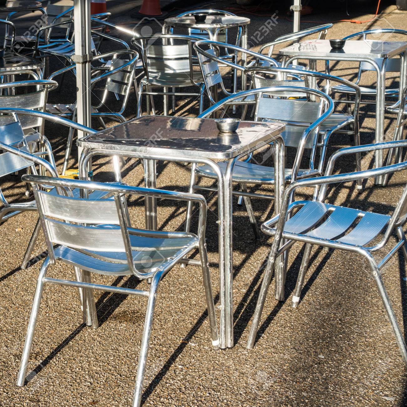Immagini Stock Tavoli E Sedie Situato All Esterno Di Un Caffe A Southampton Hampshire Regno Unito Image 35401139