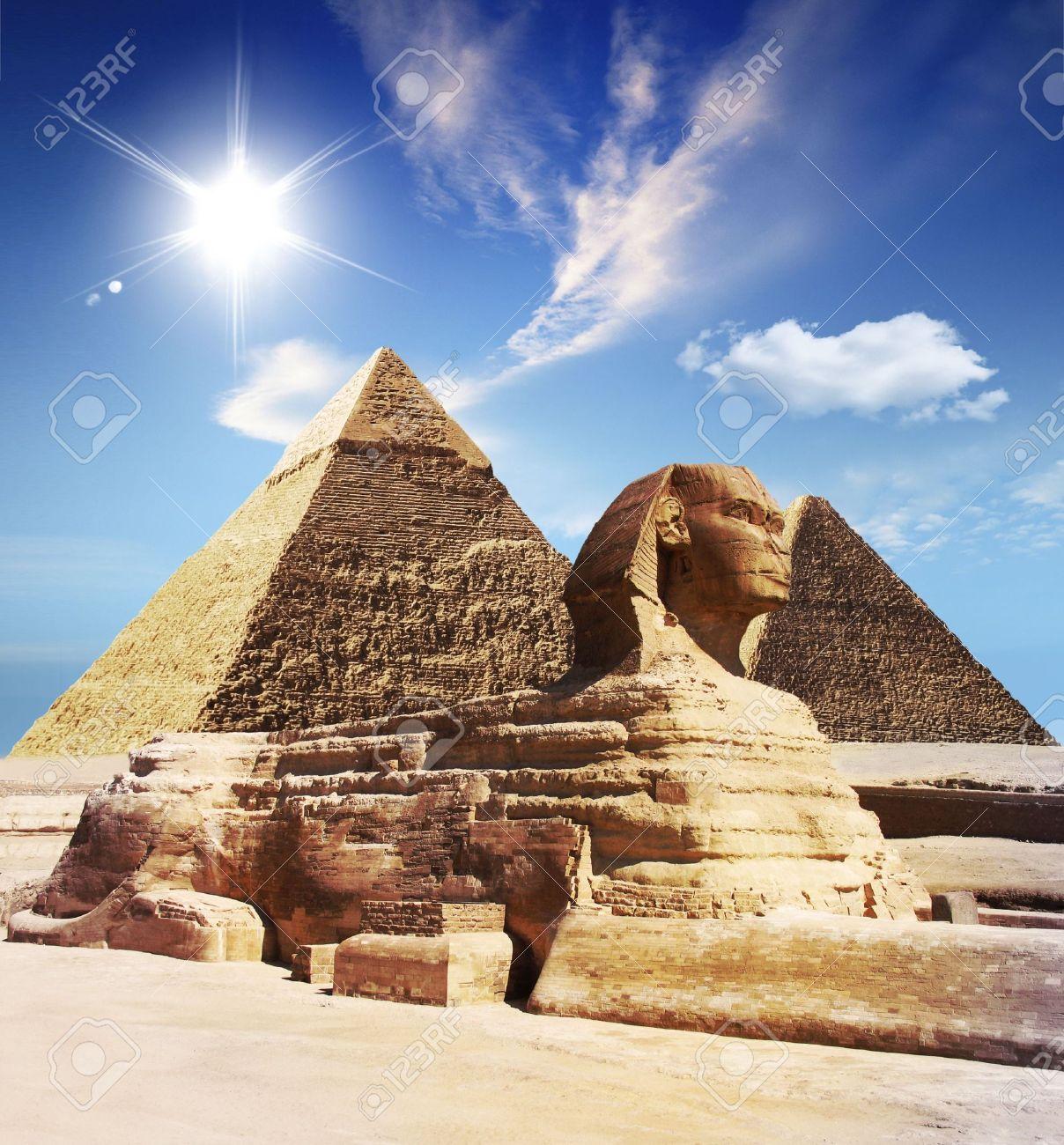 Egyptian sphinx and pyramid Stock Photo - 5853324