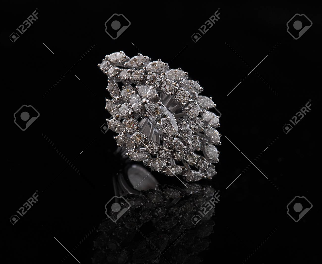diamond earings with reflection Stock Photo - 9689880