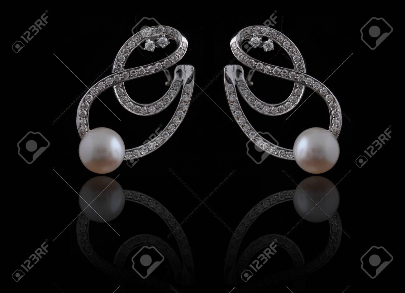 diamond earings with reflection Stock Photo - 9691911