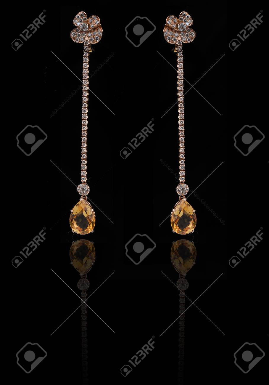 diamond earings with reflection Stock Photo - 9689890
