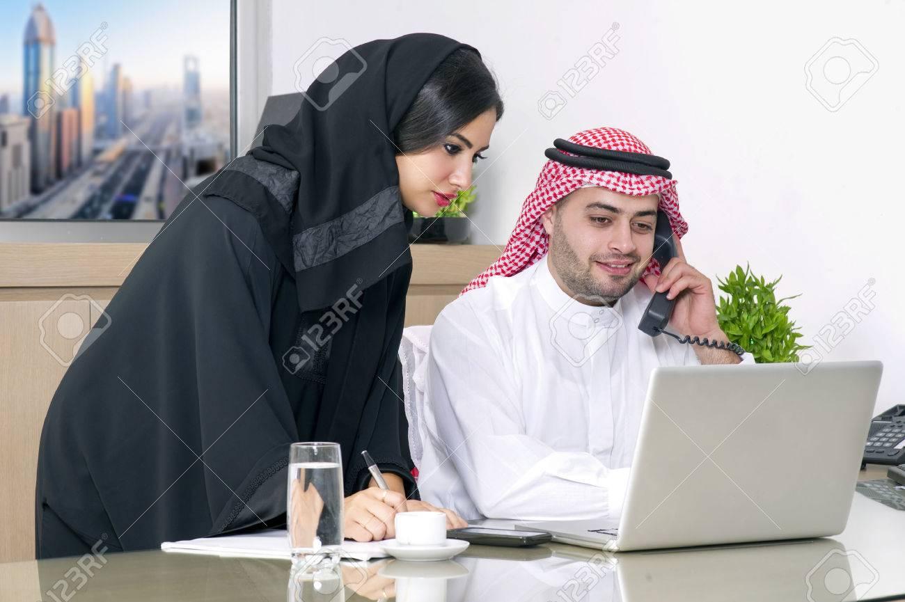 Réunion d affaires dans le bureau arabe secrétaire arabe d