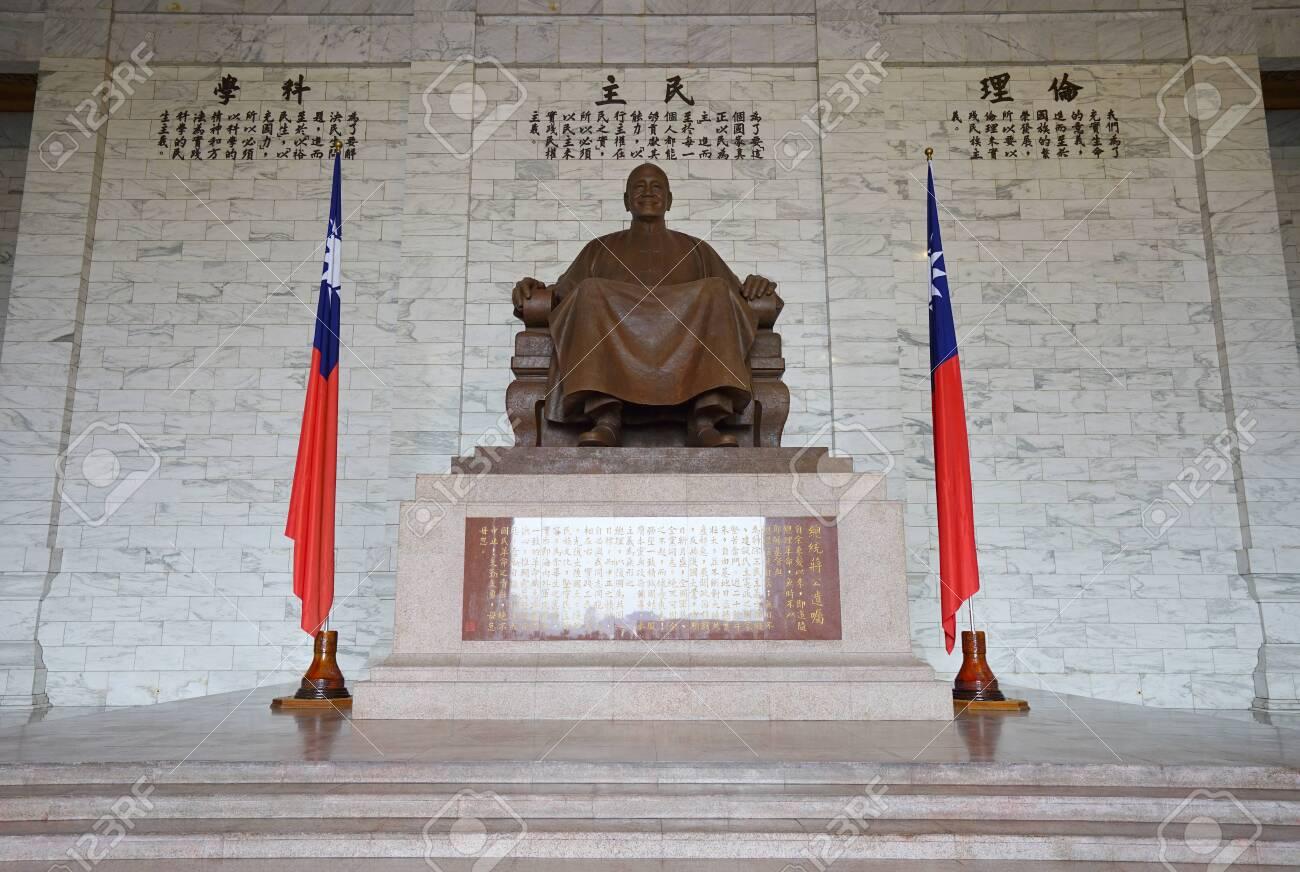 Na Tajvanu raste strah od kineske vojne invazije - Page 2 136767467-taipei-taiwan-march-14-2019-chiang-kai-shek-statue-inside-chiang-kai-shek-memorial-hall-