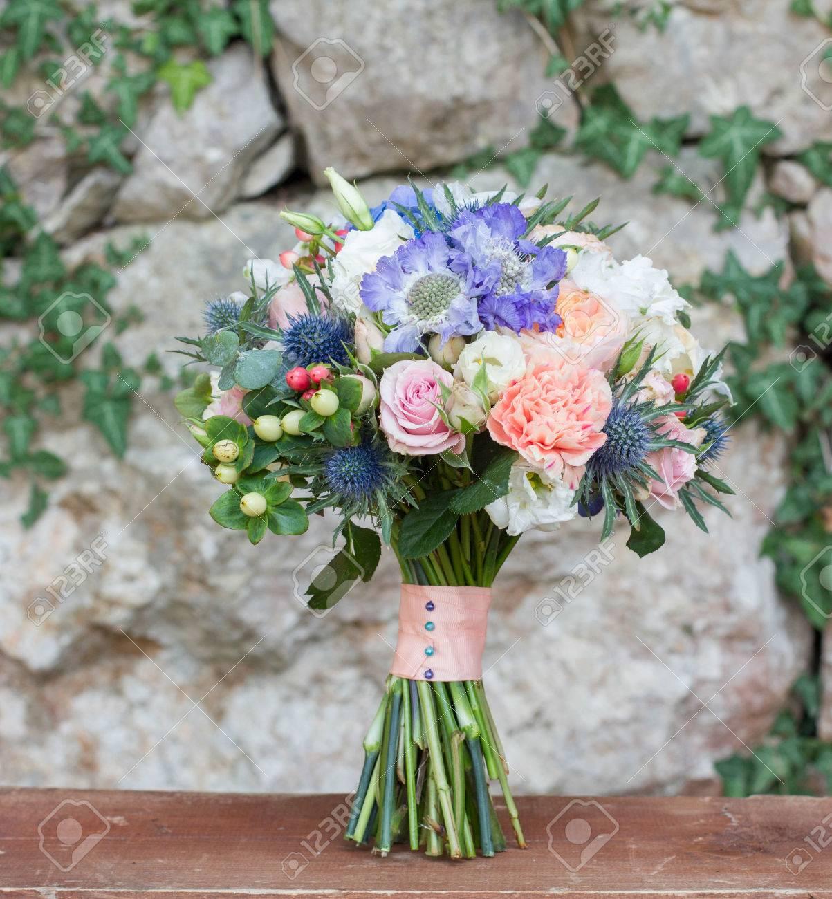 Brautstrauss Pfirsichfarben Mit Blau Lizenzfreie Fotos Bilder Und