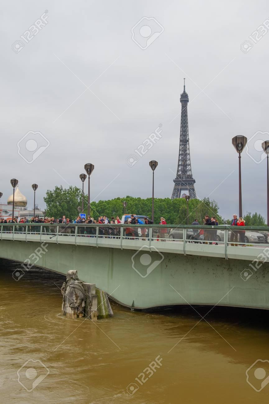 2016 年 6 月 4 日、パリの高水...