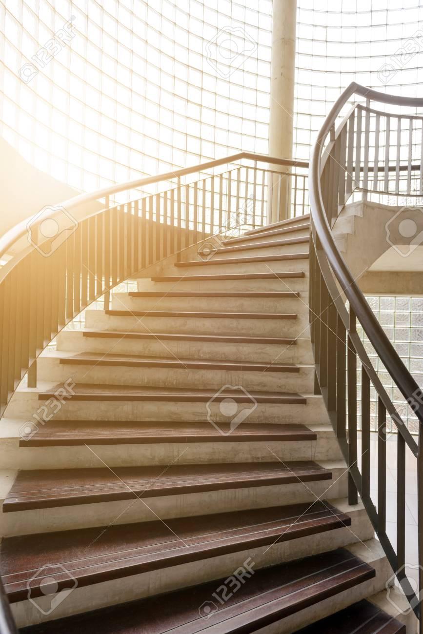 Escalier En Bois En Colimaçon. Escalier Circulaire. Décoration ...