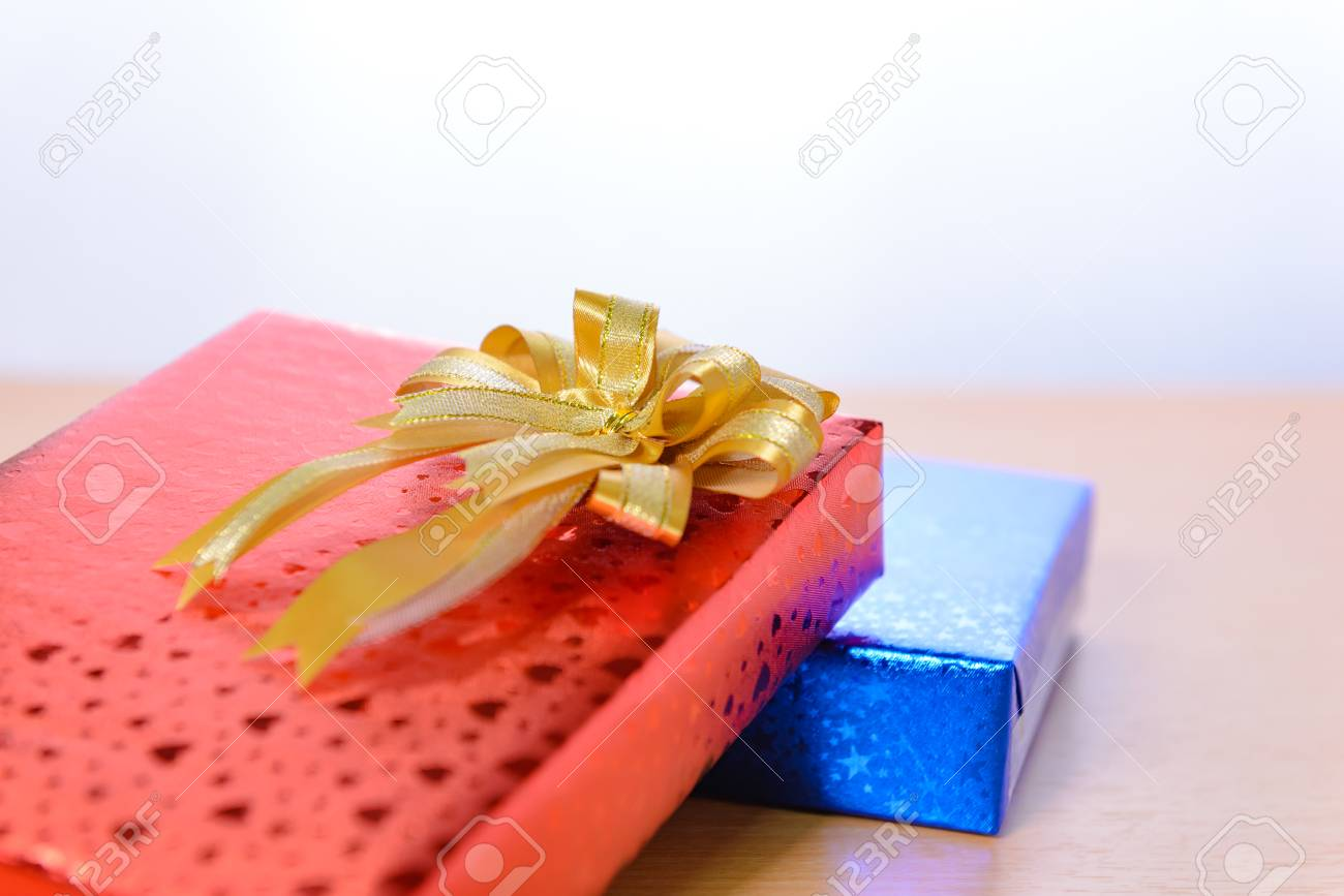 gift box with bow on wooden background with copy space for Christmas new year & Gift Box With Bow On Wooden Background With Copy Space For Christmas ...